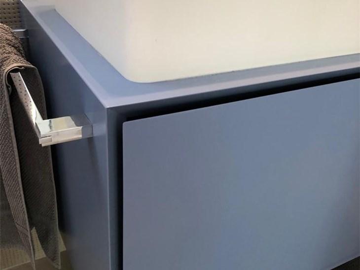 Realizzazioni stand fieristici | mobile bagno sospeso orizzontale a doppio scomparto nascosto