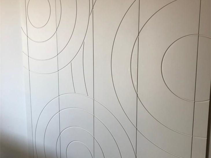 Realizzazioni stand fieristici | Armadio da parete con disegni  fresati per ambiente giorno